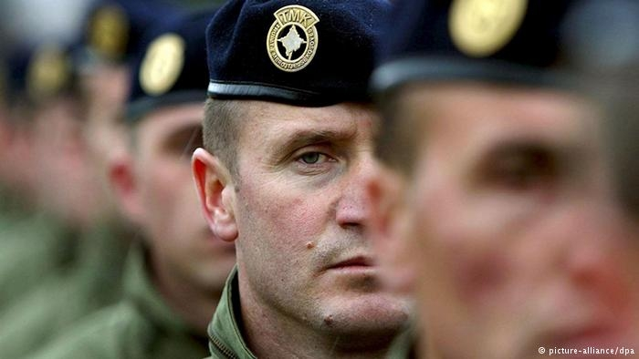 Streit um Kosovo-Armee: Parlament macht Weg frei zu vorgezogenen Wahlen